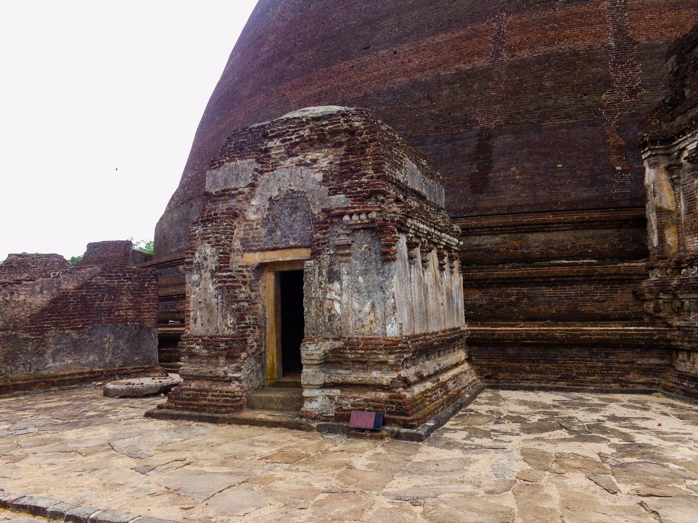 Rankoth-Vehera-Ancient-City-of-Polonnaruwa-12