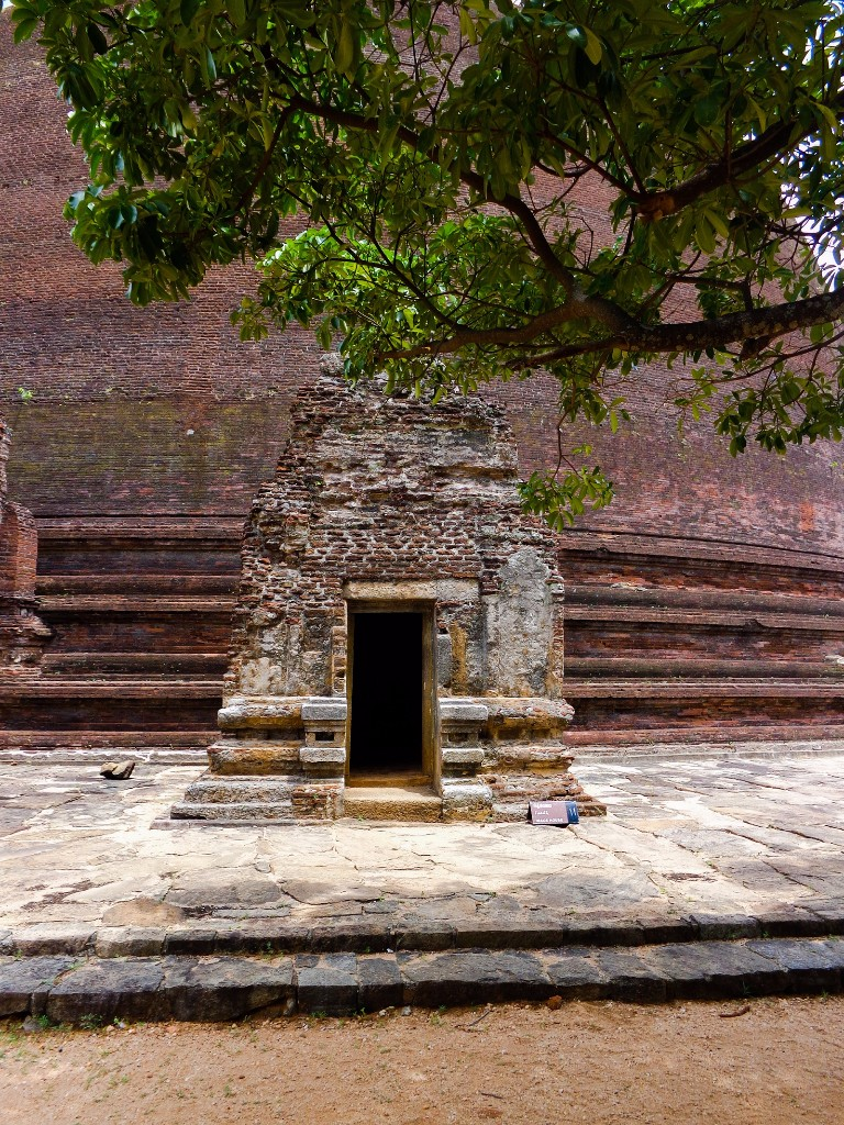 Rankoth-Vehera-Ancient-City-of-Polonnaruwa-15