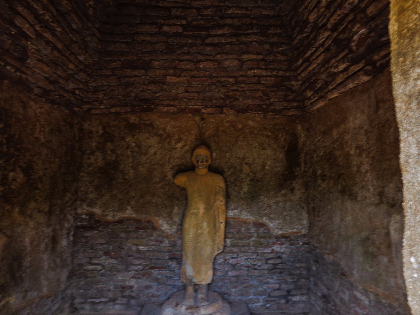 Rankoth-Vehera-Ancient-City-of-Polonnaruwa-18
