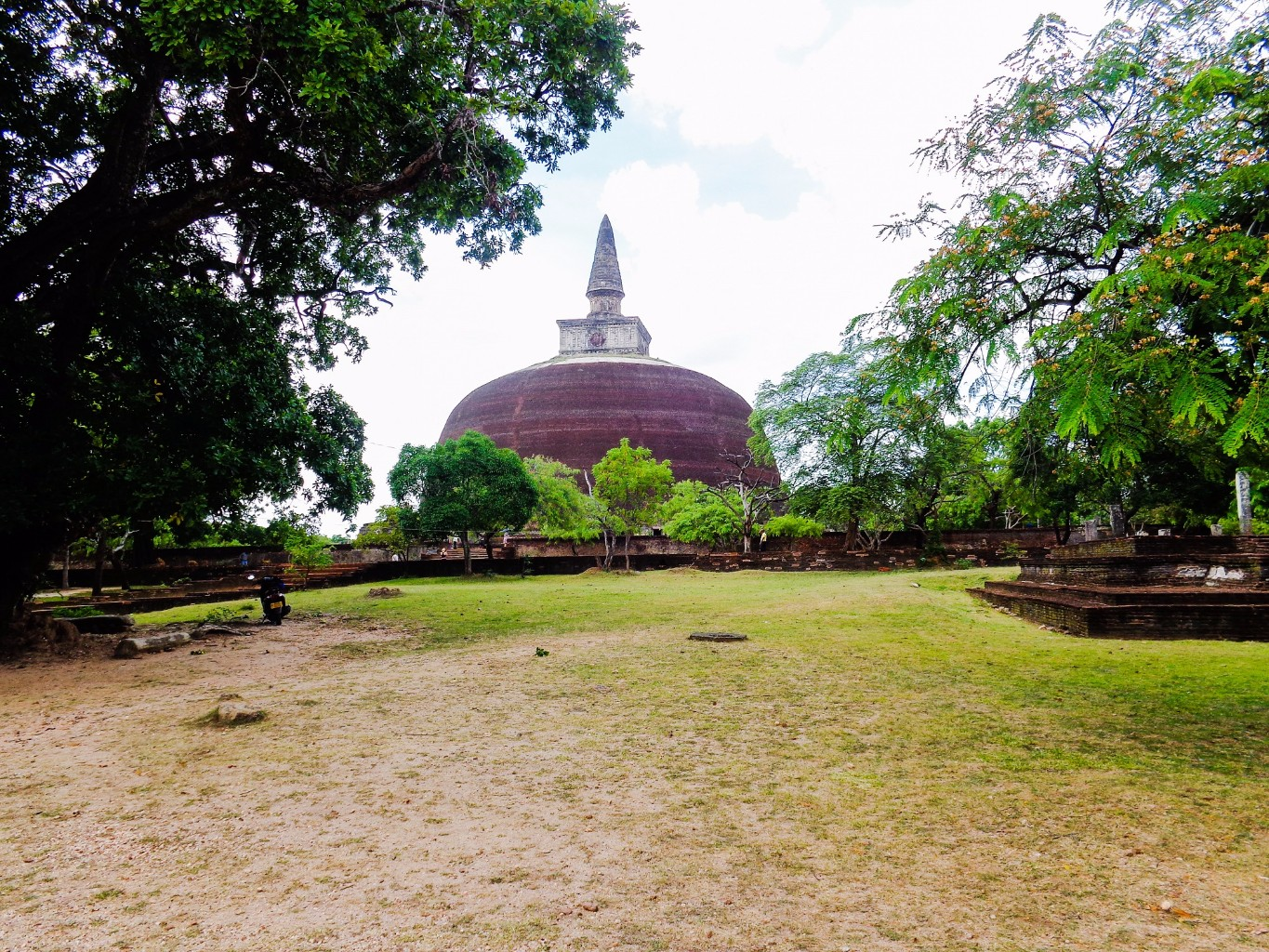 Rankoth-Vehera-Ancient-City-of-Polonnaruwa-2