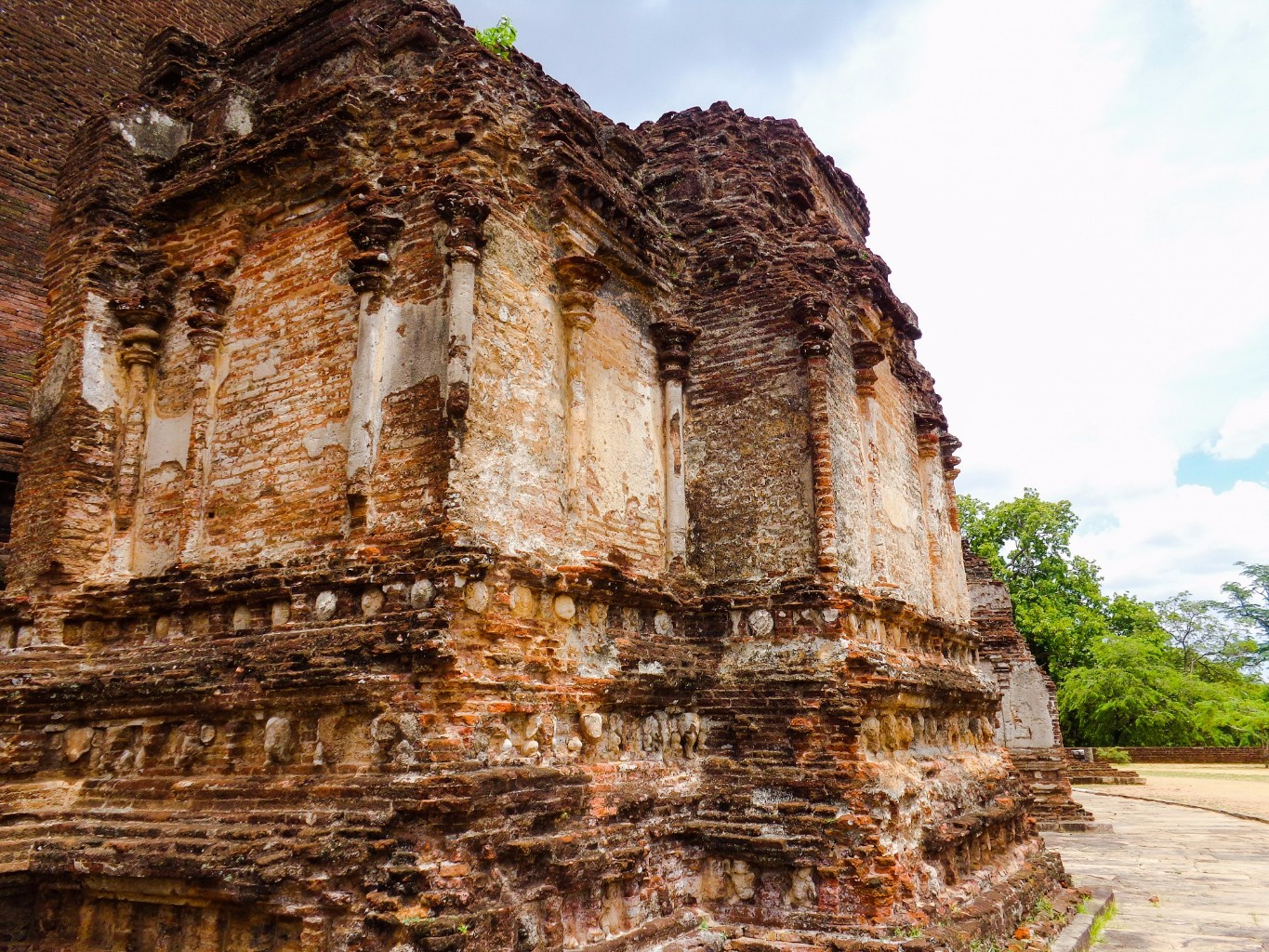 Rankoth-Vehera-Ancient-City-of-Polonnaruwa-20