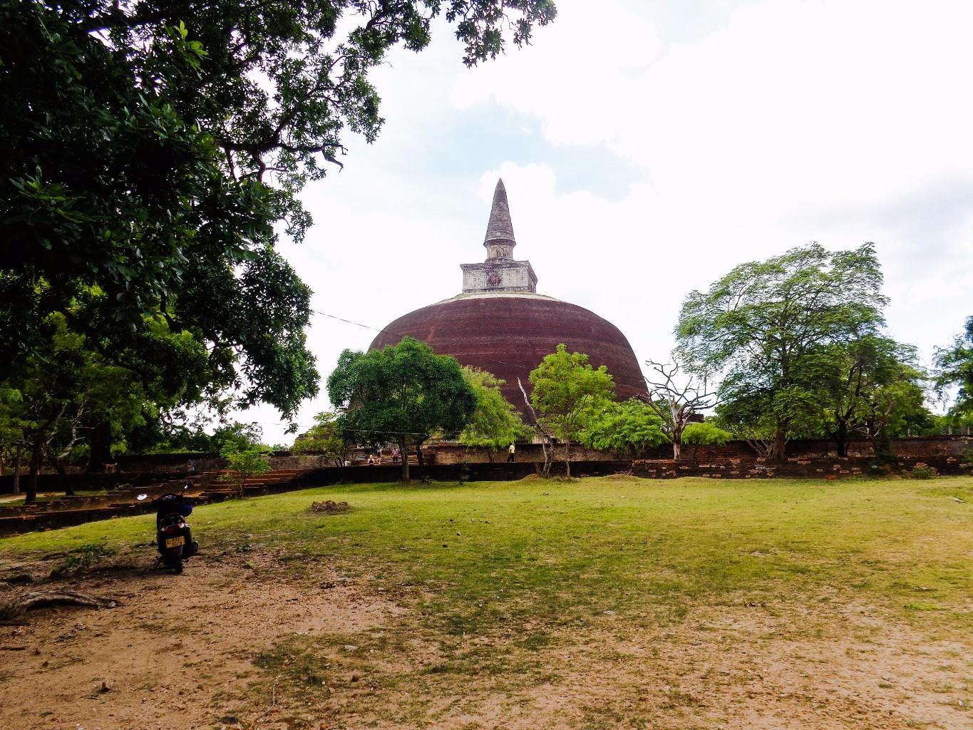 Rankoth-Vehera-Ancient-City-of-Polonnaruwa-3