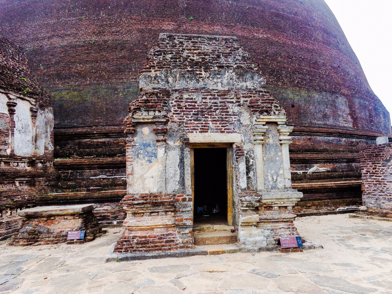 Rankoth-Vehera-Ancient-City-of-Polonnaruwa-9