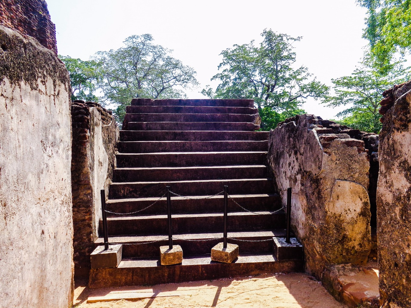 Palace-of-King-Parakramabahu-8