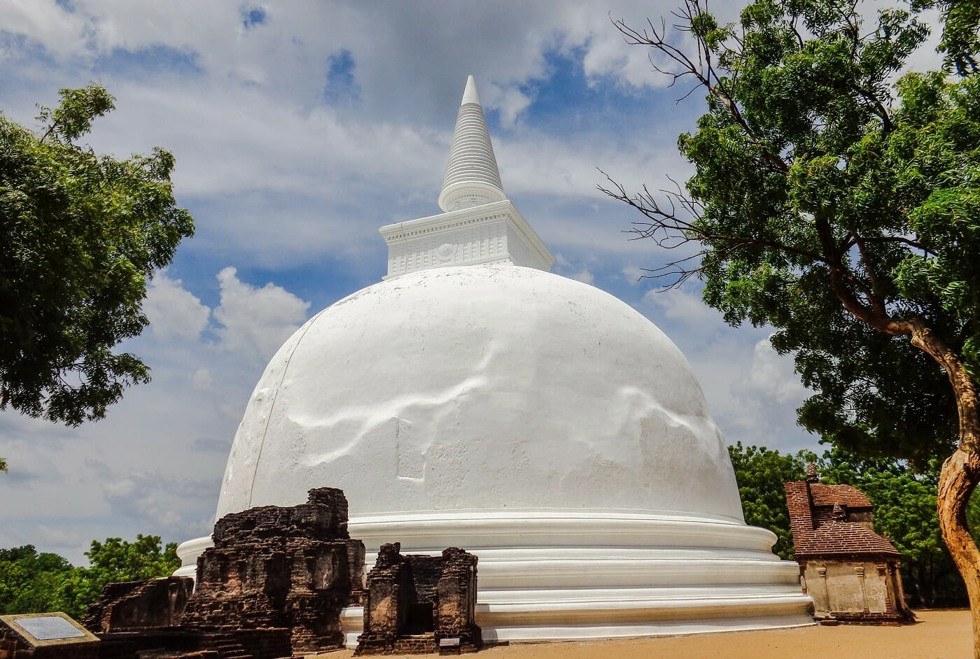 Kiri-Vehera-Ancient-City-of-Polonnaruwa