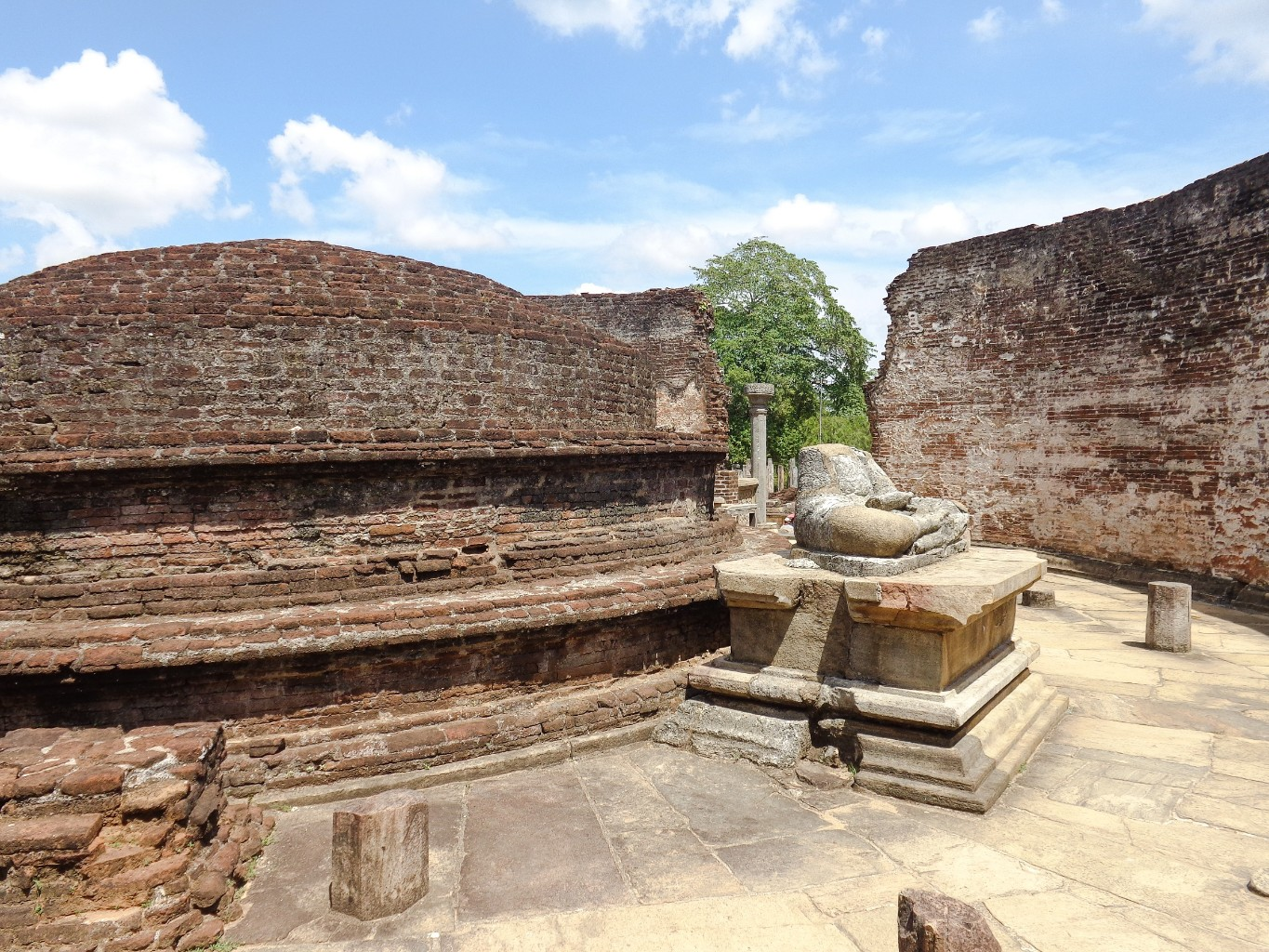 Vatadage-Ancient-City-of-Polonnaruwa-10