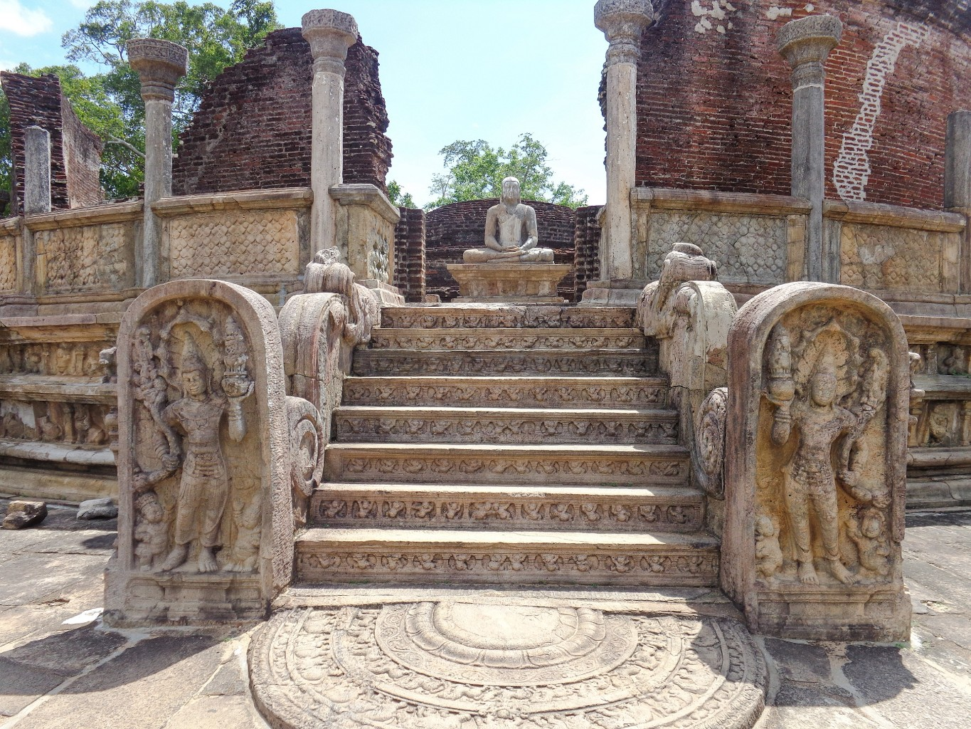 Vatadage-Ancient-City-of-Polonnaruwa-8