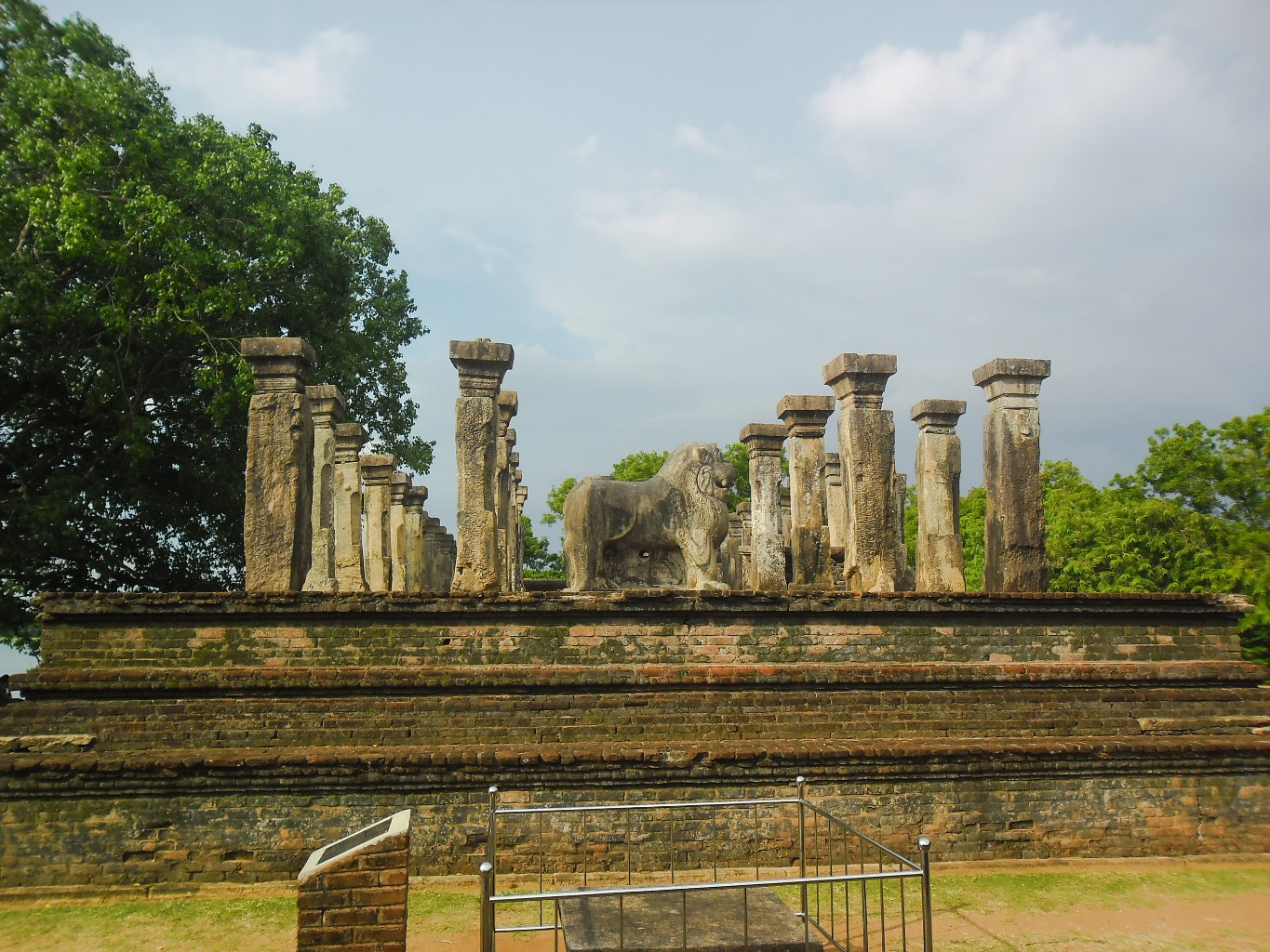Council-Chamber-of-Nissankamalla-Ancient-City-of-Polonnaruwa-2